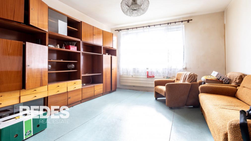 BEDES   Pôvodný 3 izbový byt vhodný na rekonštrukciu