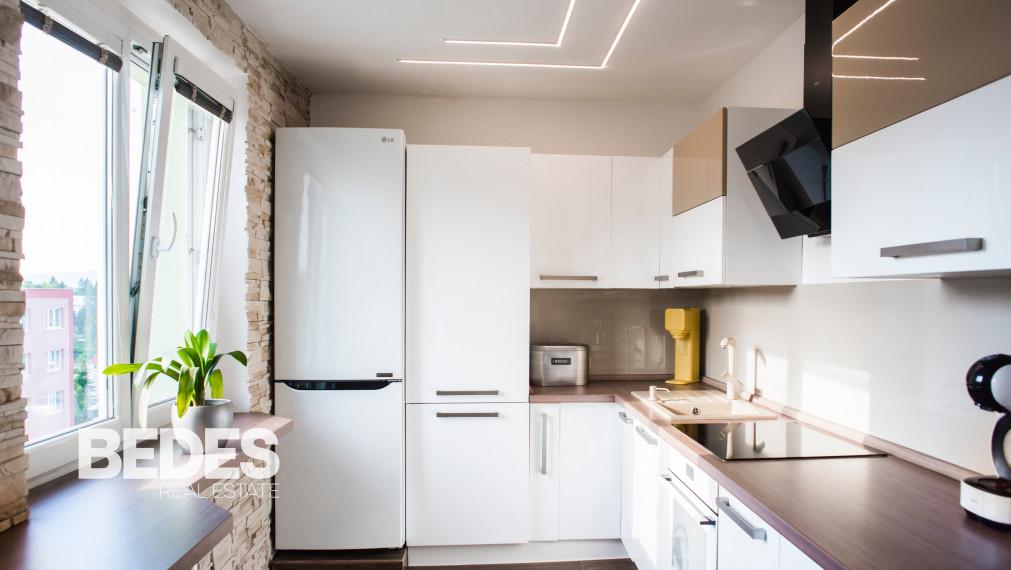 Luxusný 3 izbový byt s balkónom v Handlovej