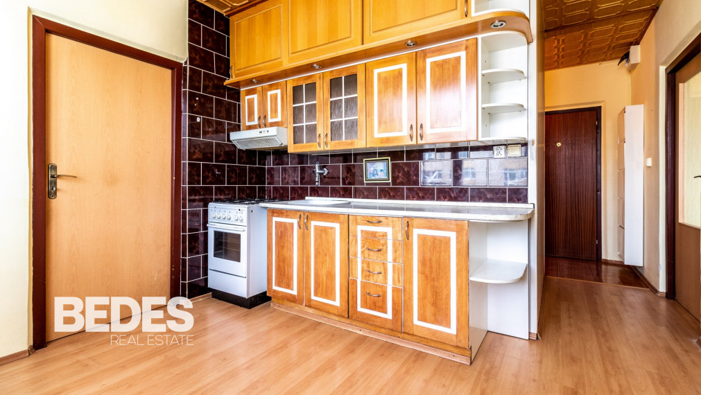 BEDES - REZERVOVANÉ | 2 izbový byt, 55m2, 3/5p, čiastočná rekonštrukcia, MC – Handlová