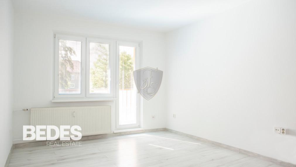 BEDES - Prenájom   slnečný 2 izbový byt s balkónom, 56m2, po rekonštrukcií, Handlová